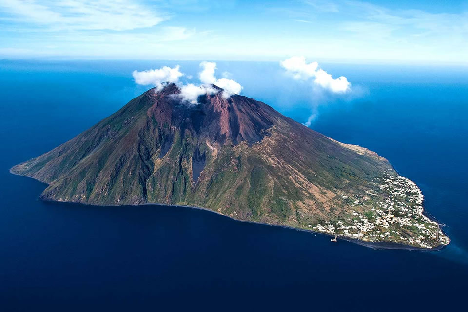 italy yacht charter sailing holiday destinations aeolian islands